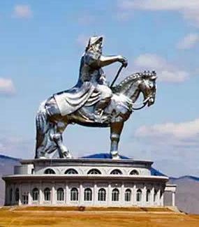 蒙古的成吉思汗骑马雕塑